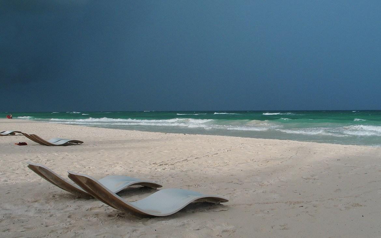 Solstole på stranden