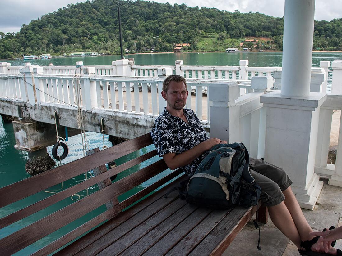Peter køler af i skyggen, Bangbao
