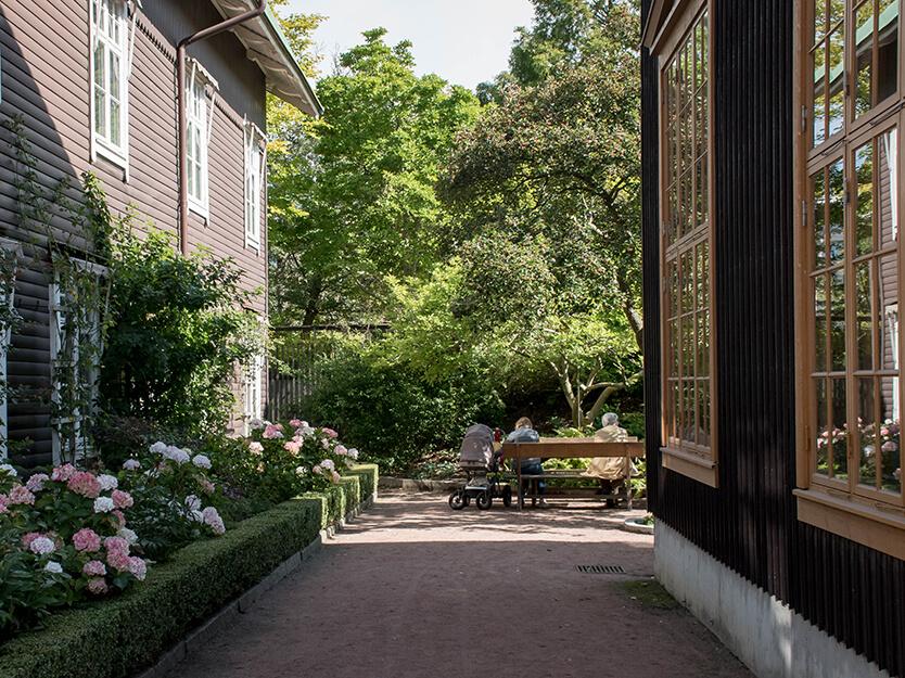 Der er plads til at tage det roligt og slappe af på en god solorig søndag, Trädgårds Föreningen – Göteborg
