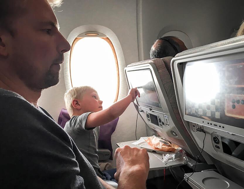 Der spilles og ses film i flyveren