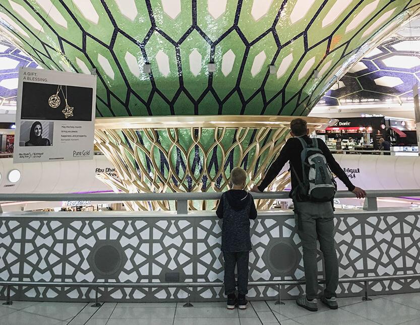 Sebastian og Peter i Abu Dhabi Lufthavn