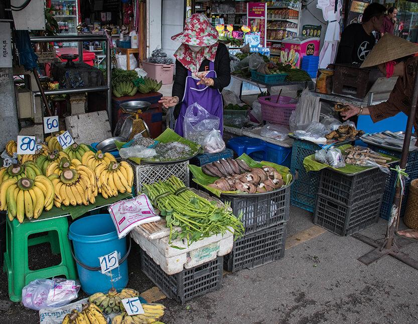 Der sælges andet end frugt og grønt på gaden – fx fisk og sprutter
