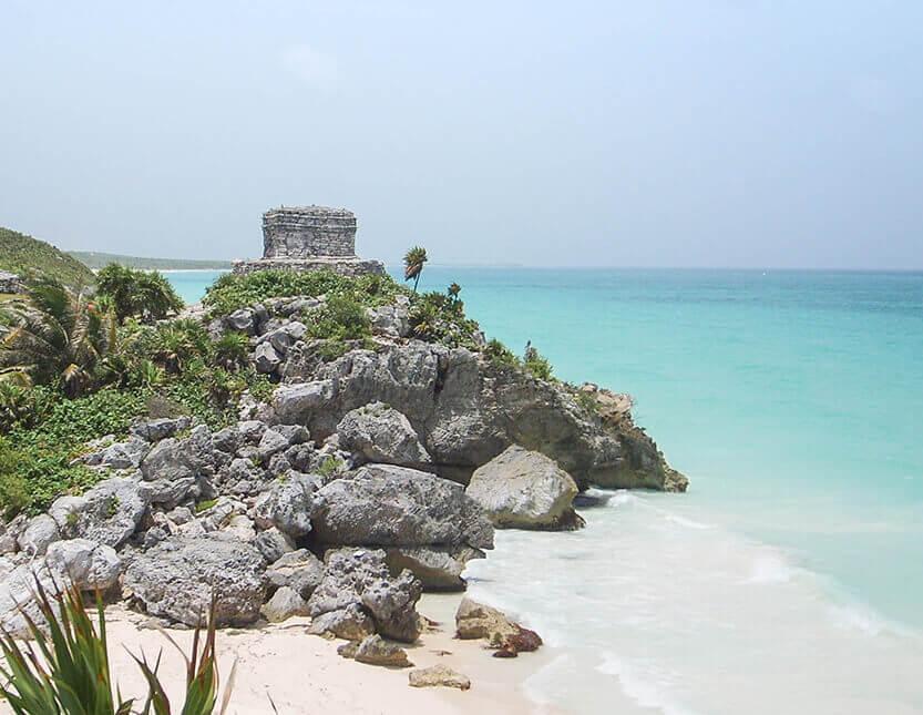 Tulum ruinerne ligger helt nede ved havet