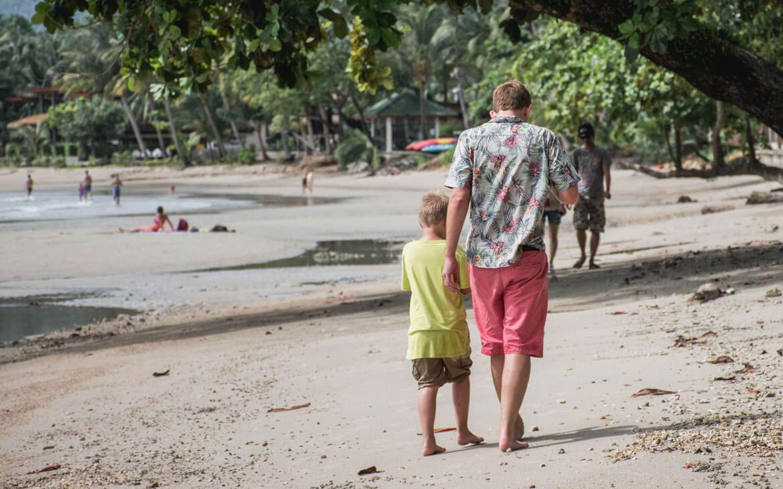 Peter og Sebastian på vores strandtur, på Koh Chang, Thailand