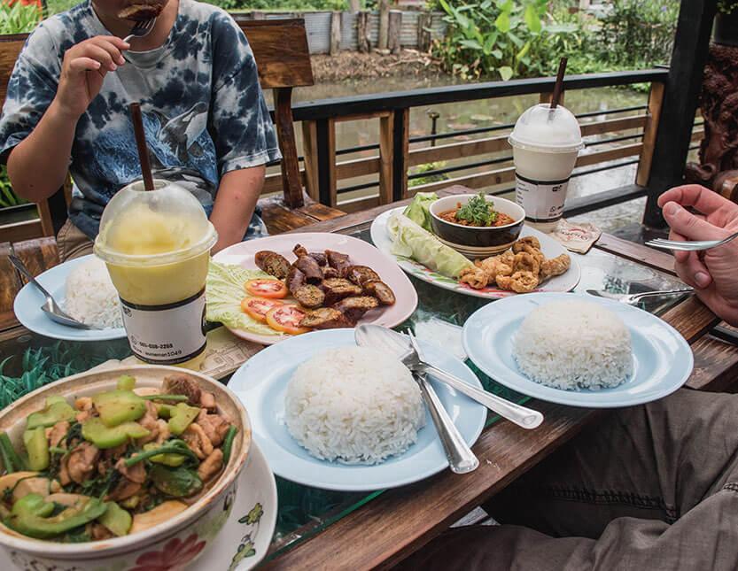 Vi spiser lokal (stærk) mad i Mae Sa Valley
