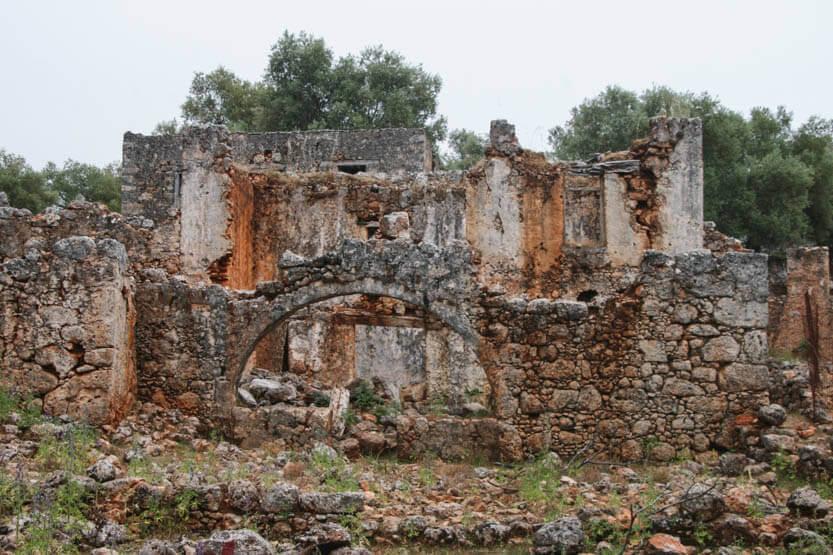 Den forladte by, Aradena. Kun ruinerne står tilbage nu.