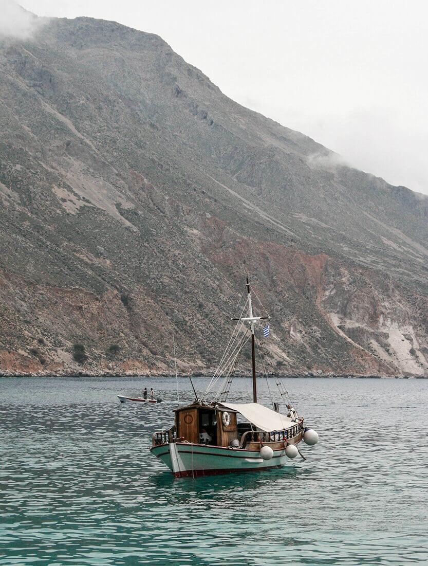 Båd i Loutro havn. Sydkreta. Grækenland