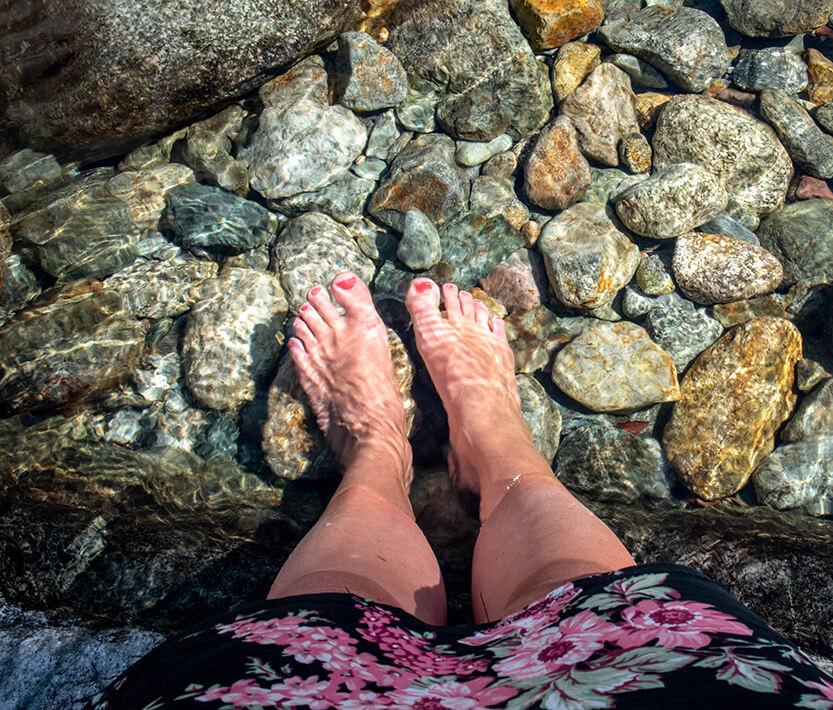 Det var dejligt forfriskende at stikke fødderne i det kolde bjergvand
