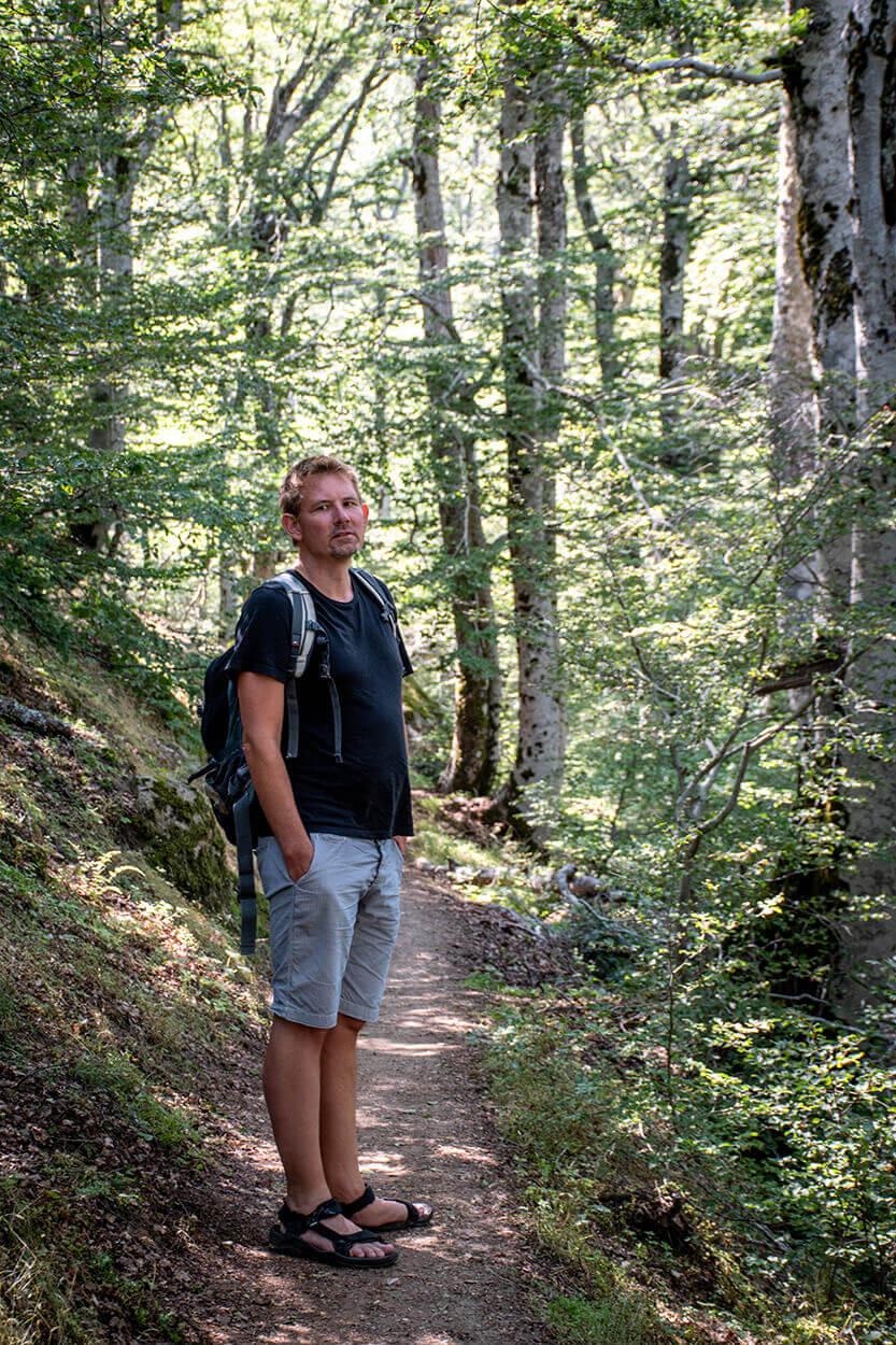 Peter, i pinjeskoven på vej til Cascades des Anglais