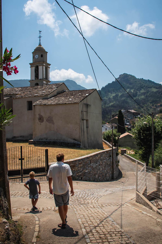 Chiatra er en af de små og ældste byer der ligger spredt ud over østkorsikas bjerge