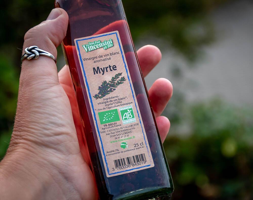 Myrte eddike med sin helt specielle duft, smag og farve