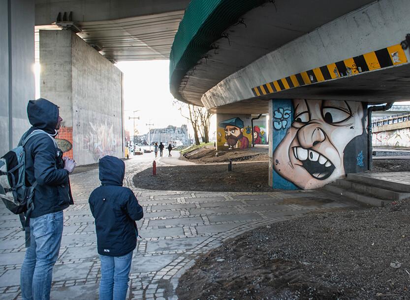 Der er lavet flot grafittikunst under de store broer i Szczecin