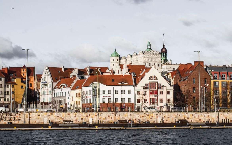 Szczecin er smuk når man ser den fra den anden side af havnen.