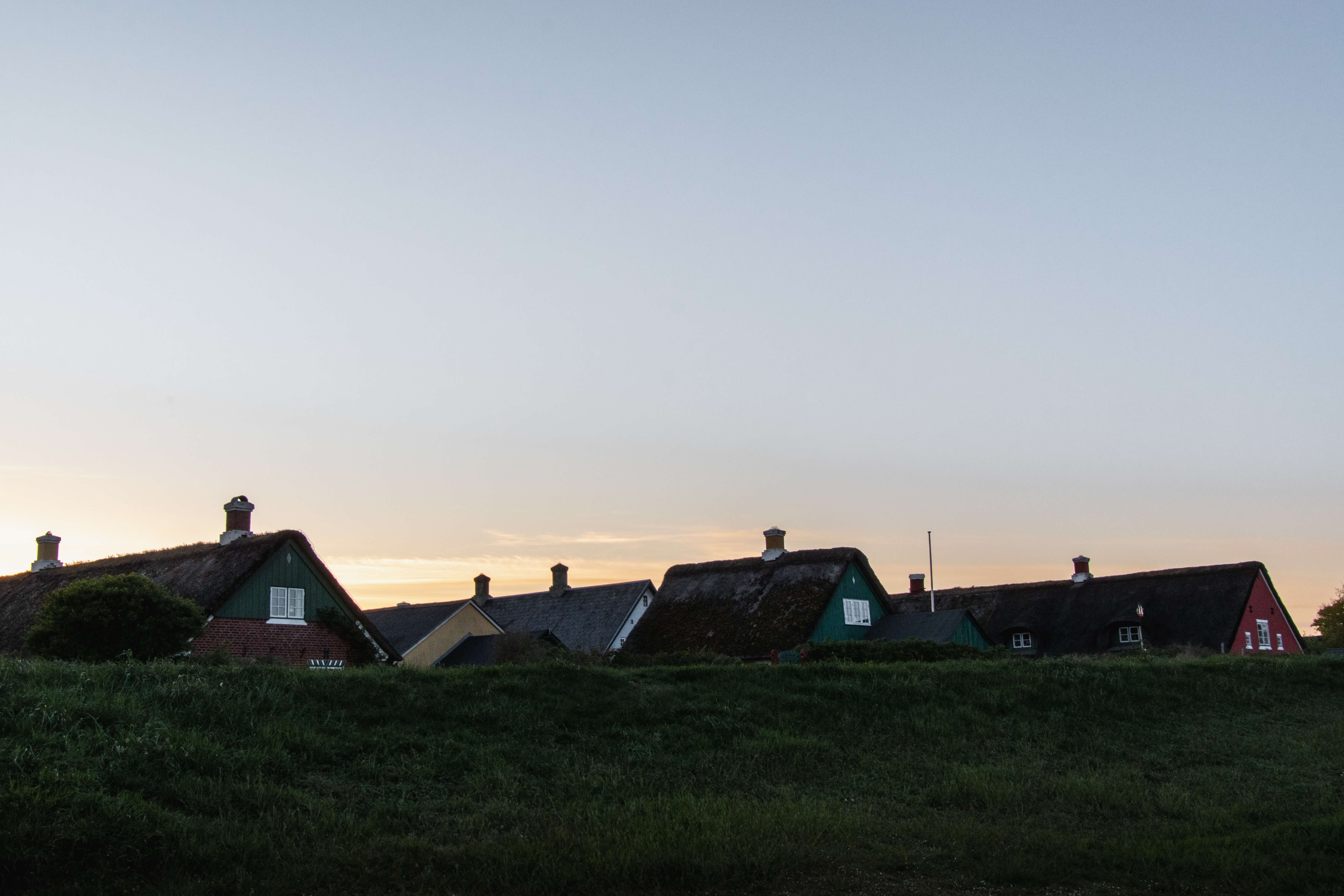 Hustage i Sønderho, få minuter før solen går ned. Fanø.