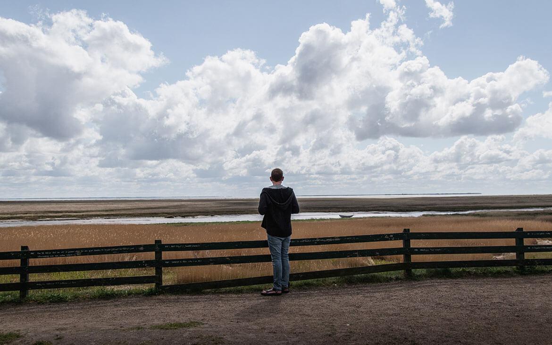 Peter ser ud over det smukke sydlige Fanø