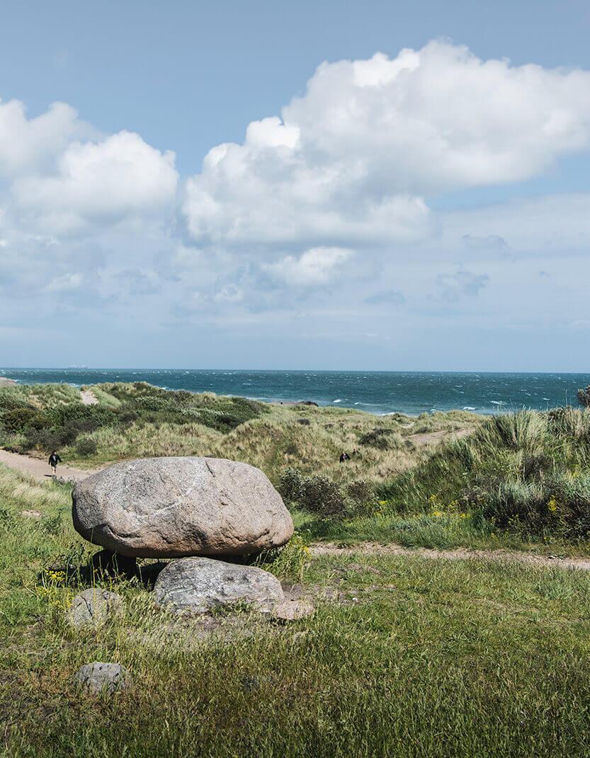 Danmark er smuk om sommeren ... også her på Grenen, ved Drachmanns grav