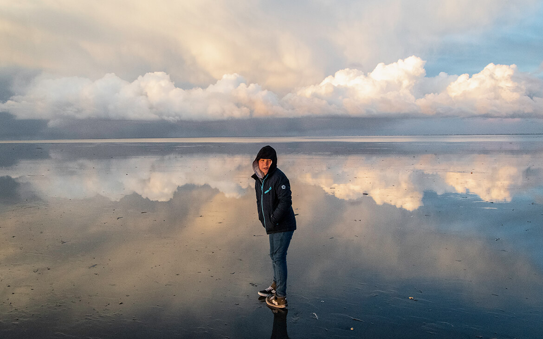 Denne morgen på Fanø, stod vi op kl. 5.30 for at komme ned til stranden og se solen stå op. Det blev et kæmpe eventyr fordi himlen var fyldt med de flotteste skyer.