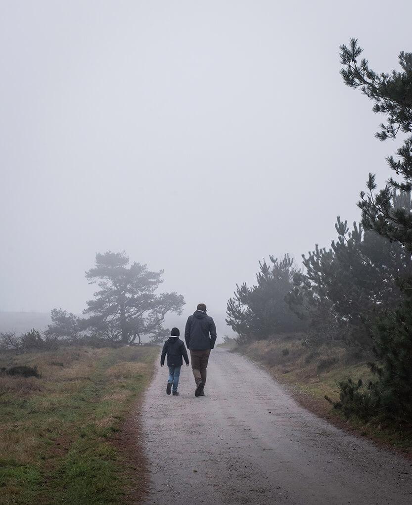 Sebastian og Peter i tågen på Mols
