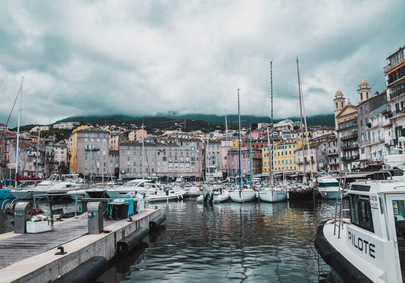 Bastias lystbådehavn i den gamle bydel