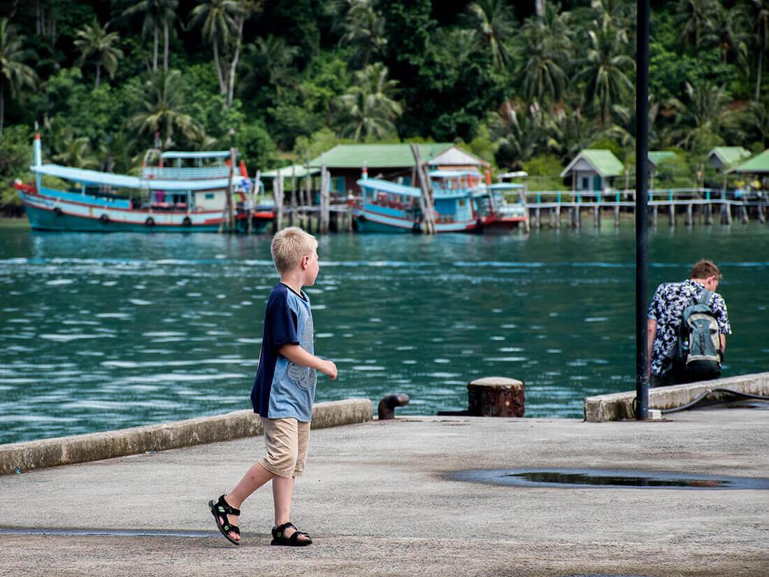 Sebastian på molen i Bangbao